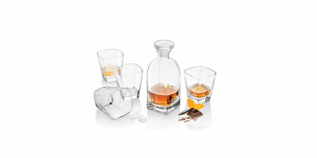 Whisky BOTTLE with 4 TUMBLERS